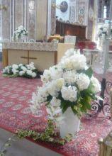 Fiori bianchi per la chiesa a Bari