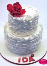 Torta di compleanno con rosa applicata