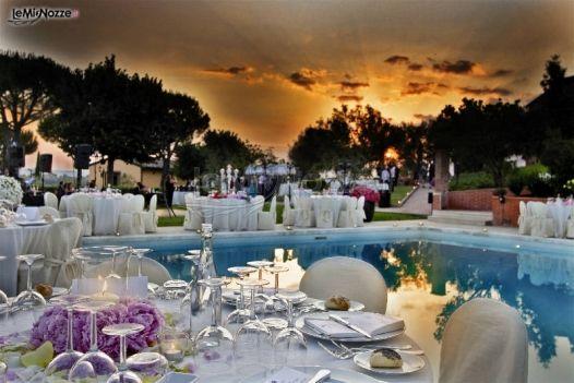 Ricevimento di matrimonio a bordo piscina borgo tre rose for Addobbi piscina per matrimonio