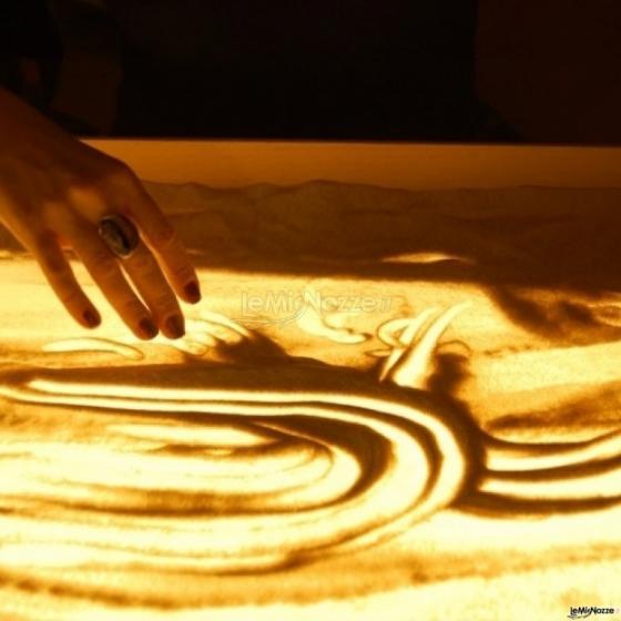 Spettacoli emozionanti di sabbia animata - Le mani dell'artista