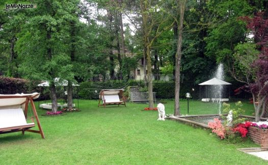 Piscina e giardino per il ricevimento di matrimonio a for Addobbi piscina per matrimonio