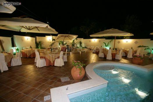 Matrimonio serale a bordo piscina villa riis foto 4 for Matrimonio bordo piscina