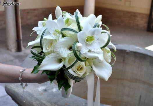 Bouquet Sposa Bianco.Foto 180 Bouquet Sposa Bouquet Bianco Per La Sposa Lemienozze It