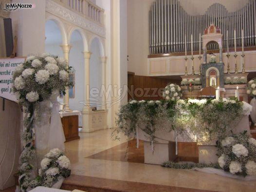 Foto 50 addobbi floreali chiesa e cerimonia addobbi for Camelie bianche