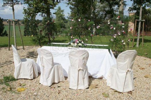 Allestimento tavolo in giardino per la celebrazione del for Allestimento giardino matrimonio