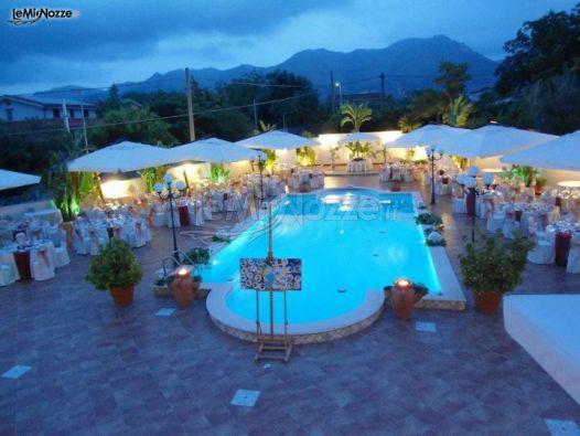 Piscina della location di matrimonio villa riis foto 1 for Addobbi piscina per matrimonio
