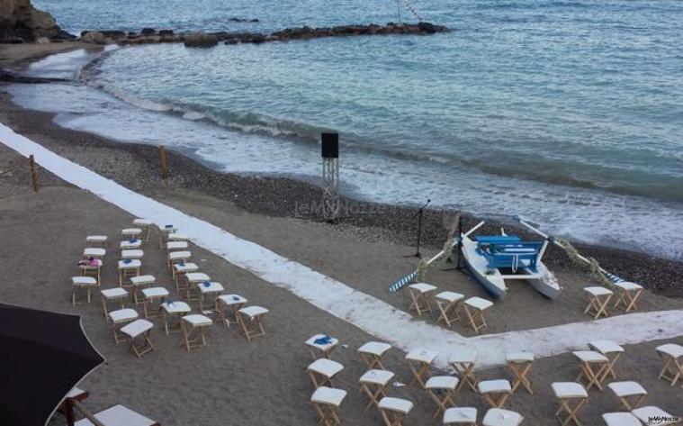 Cerimonia di matrimonio in riva al mare