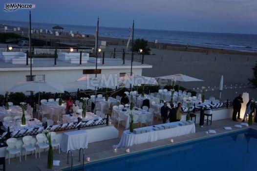 Ricevimento di matrimonio a bordo piscina castello for Matrimonio bordo piscina