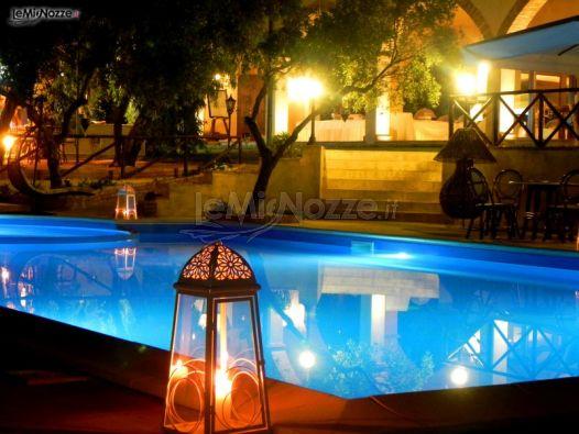 Piscina per il ricevimento di matrimonio masseria mazzei for Addobbi piscina per matrimonio