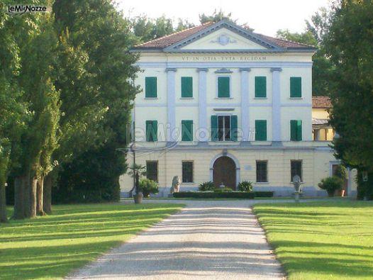 L'esterno della Villa Nicolaj di Crespellano - Bologna