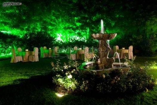 Giardino con fontana della location di nozze
