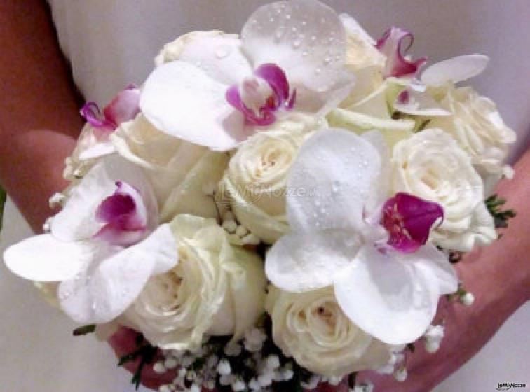 Fiori foglie e follie - Il bouquet della sposa con orchidee