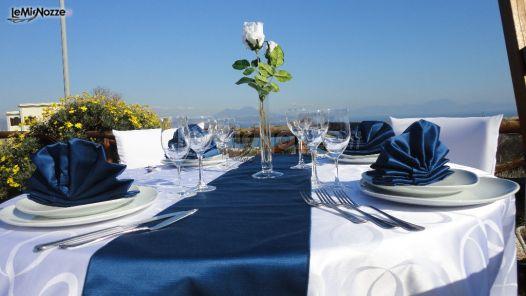 Mise en place blu per il matrimonio