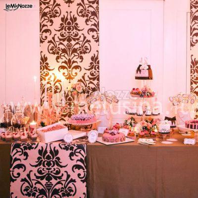 Il tavolo dei dolci rosa e marrone
