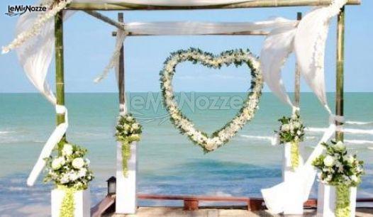Matrimonio In Spiaggia Addobbi : Foto addobbi per cerimonie all aperto scenografia