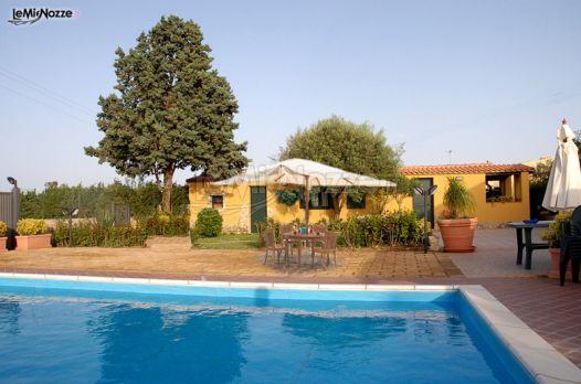 Esterno con ampia piscina presso l 39 agriturismo avola - Agriturismo avola con piscina ...
