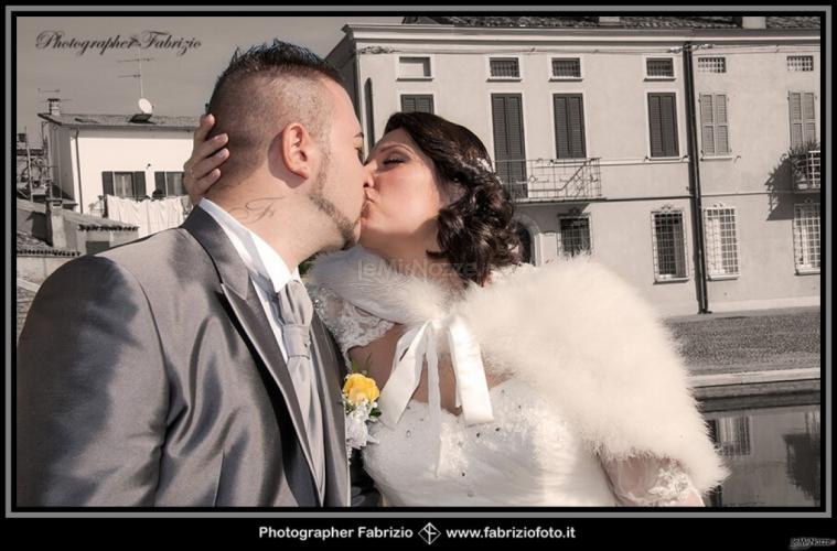 Fabrizio Foto - La felicità degli sposi in un bacio