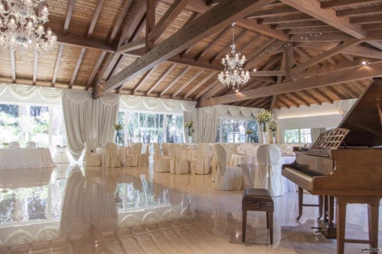 Villa Demetra - I tavoli degli invitati e il pianoforte