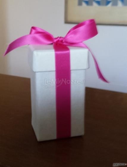 Baci Mi Piaci - Scatolina porta profumo con fiocchetto rosa