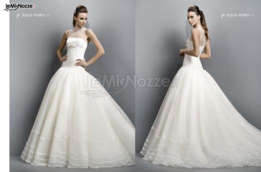 Vestiti Da Sposa Tiffany.Abito Da Sposa Con Corpetto Lungo Sui Fianchi Tiffany Atelier Sposa