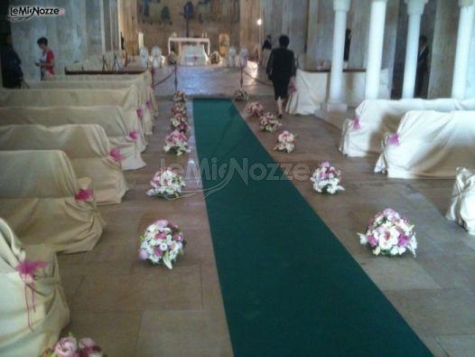 Matrimonio In Rosa E Bianco : Addobbo della chiesa in bianco e rosa lo scrigno dei