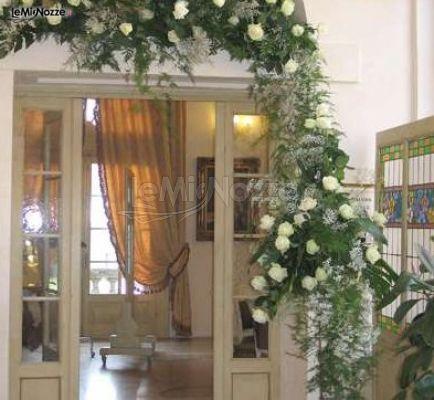 Foto 261 addobbi floreali location rose bianche per la - Addobbi floreali casa sposa ...