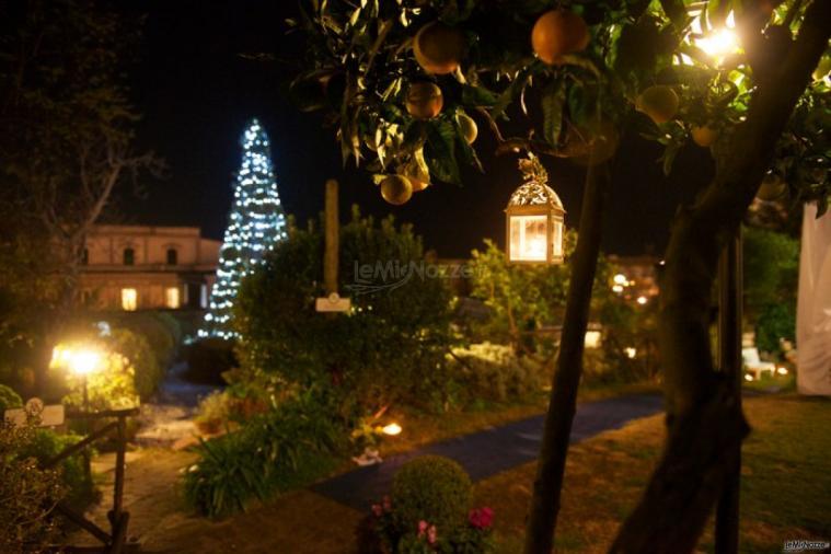 La Terra degli Aranci - Allestimento con lanterne appese agli alberi