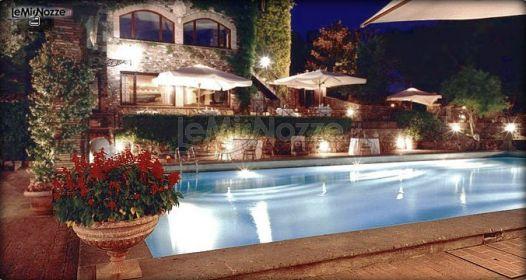 Location di matrimonio con piscina borgo della merluzza for Addobbi piscina per matrimonio