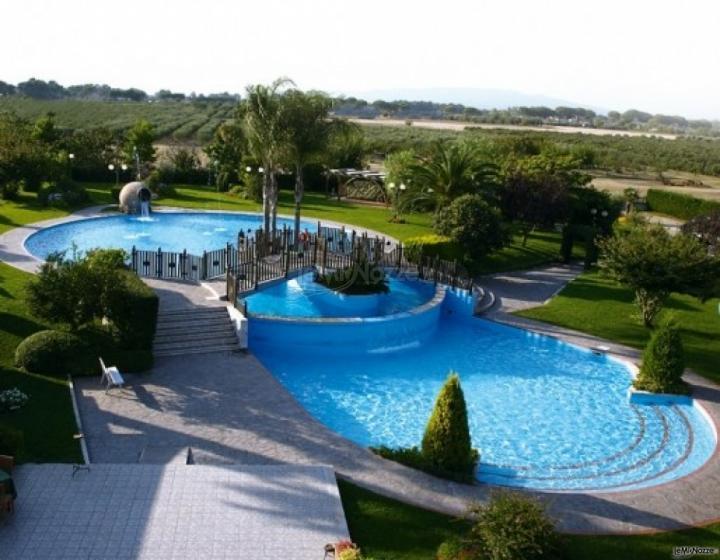 Il ritrovo ristorante con piscina per matrimoni a latina for Addobbi piscina per matrimonio