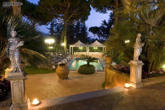 Ricevimento di matrimonio a bordo piscina park hotel for Addobbi piscina per matrimonio