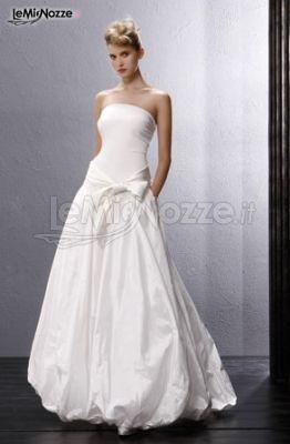 Vestito da sposa con gonna lunga a palloncino
