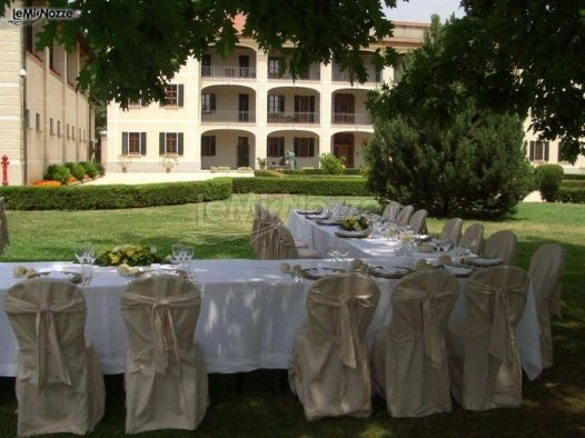 Tavoli in giardino per le nozze - Cascina La Lodovica ...