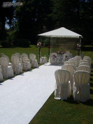 Allestimento total white della cerimonia di nozze nel Castello