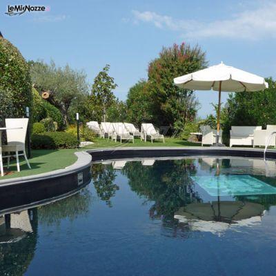 Piscina della location del matrimonio a verona country for Piani del padiglione della piscina