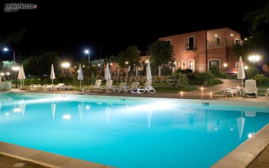 Ampia piscina luminosa disponibile presso il Agriturismo Badiula