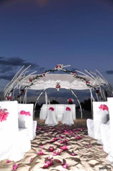 Matrimonio Spiaggia Monopoli : Matrimonio in spiaggia al tramonto a monopoli losciale