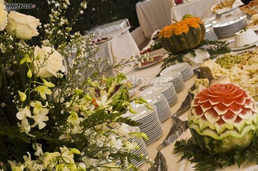Buffet di nozze in giardino