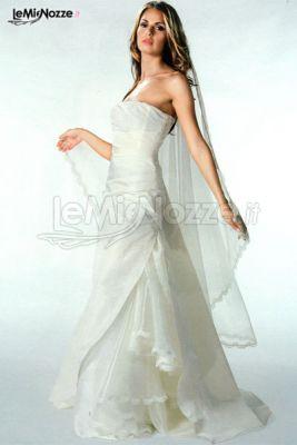 Splendido abito da sposa: semplice, delicato e raffinato