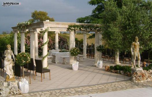 Addobbo floreale per le nozze in un giardino romano for Addobbi per giardino