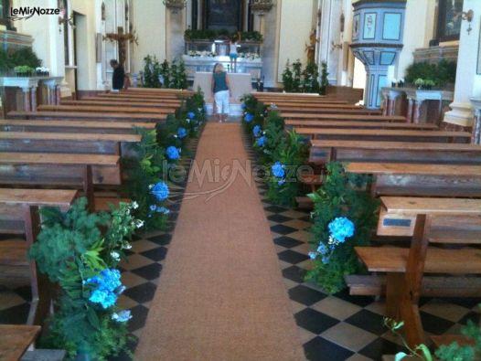 Le Pomelie - Chiesa addobbata con fiori celesti