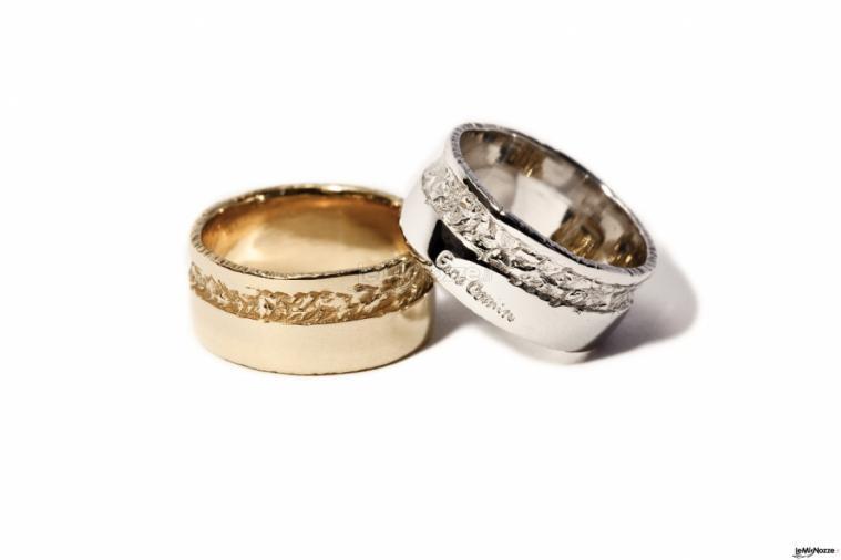 Eros Comin Gioielli - Fedi nuziali artigianali a fascia oro bianco e giallo