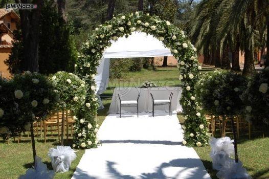 Matrimonio In Giardino : Matrimonio in giardino a roma bianchi ricevimenti foto