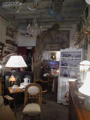 Esposizione di mobili d 39 epoca nel negozio antico antico foto 12 - Mobili esposizione ...
