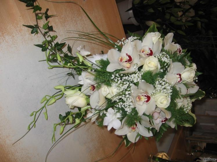 Eccezionale Bouquet da sposa cascante con orchidee - Profumi di fiori - Foto 1 BG27