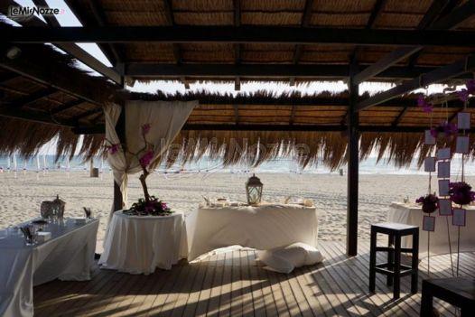 Matrimonio Spiaggia Lazio : Allestimento di un matrimonio in spiaggia curato da