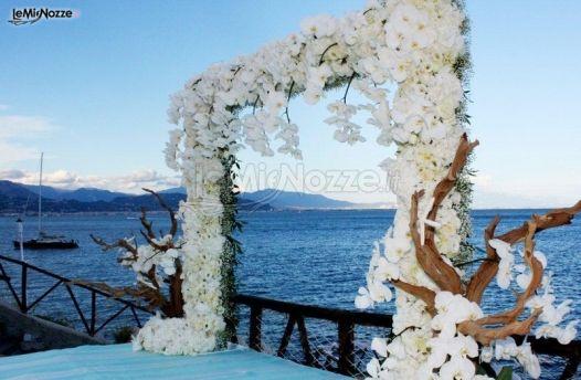 Matrimonio In Riva Al Mare : Allestimento floreale per il matrimonio in riva al mare