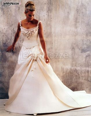 Abiti Da Cerimonia Queen.Abito Da Sposa The Queen Sartoria Sposa A Roma The Queen
