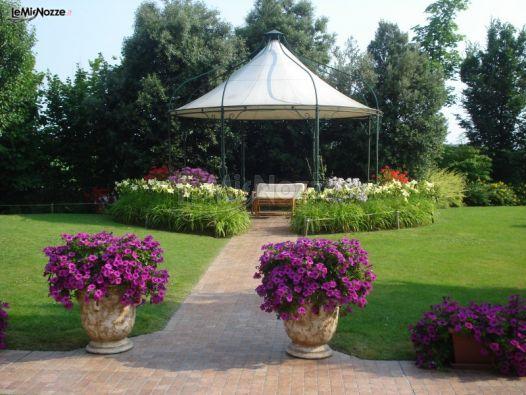 Gazebo Per Matrimonio In Giardino : Gazebo del giardino della location di nozze osteria alla