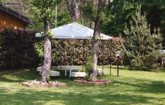 Gazebo Per Matrimonio In Giardino : Gazebo per il ricevimento di nozze in giardino a cà del