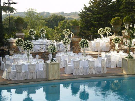 Ricevimento di matrimonio a bordo piscina borgo della for Addobbi piscina per matrimonio